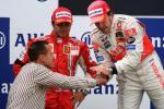 图文-F1欧洲站阿隆索夺冠舒马赫祝贺阿隆索夺冠