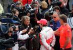 图文-F1欧洲站阿隆索夺冠阿隆索激动的接受采访