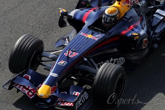 图文-F1赫雷兹试车第三日(07.26)布伊米测试红牛RB3