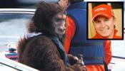 """图文-莱科宁变身""""大猩猩""""手里还是不离啤酒瓶"""