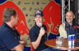 图文-F1车手亮相布达佩斯维泰尔08年也为二队开车