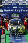 图文-WRC芬兰站格隆霍姆夺冠鞠躬感谢主场车迷