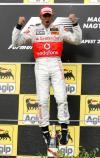 图文-F1匈牙利大奖赛汉密尔顿领奖台上跃起庆祝