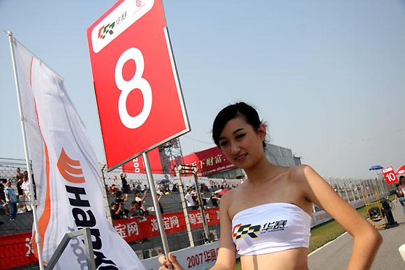 图文-全锦赛北京站赛车女郎靓丽举牌女郎