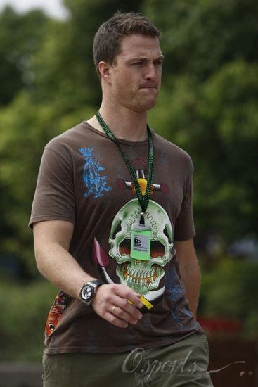 F1中国站周四赛场扫描小舒马赫表情怪异