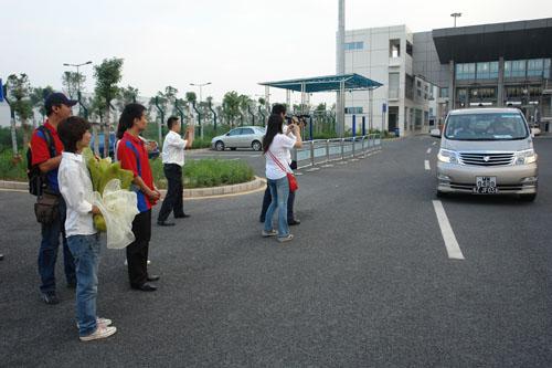图文-F1摩托艇世锦赛深圳站国际摩联F1委员会主席抵达深圳(3)