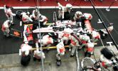 图文-F1车队备战2007收官站迈凯轮周四已开练习进站