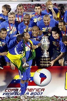 美洲杯-阿根廷风暴难破14年魔咒巴西3-0完胜夺冠