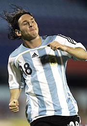 世预赛-梅西世界波里克尔梅助攻阿根廷客场2-0胜