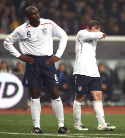 欧预赛-英格兰1-2俄罗斯走向悬崖鲁尼进球难救主