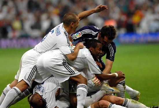 图文-皇家马德里3比1马洛卡群星共庆锁定胜局