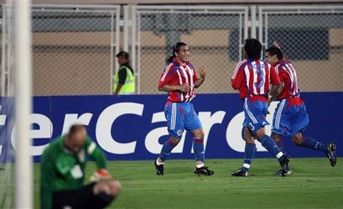 图文-[美洲杯]巴拉圭3-1美国凯勒有点垂头丧气