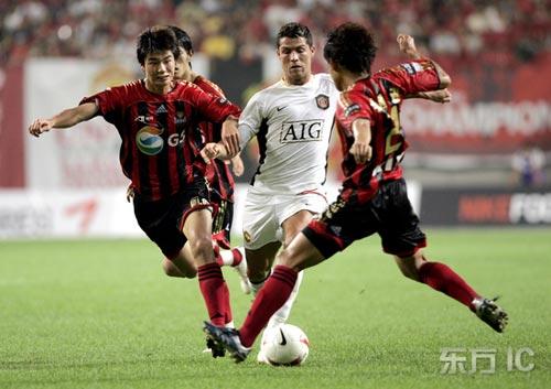 图文-[友谊赛]曼联4-0首尔FC小小罗智斗三人