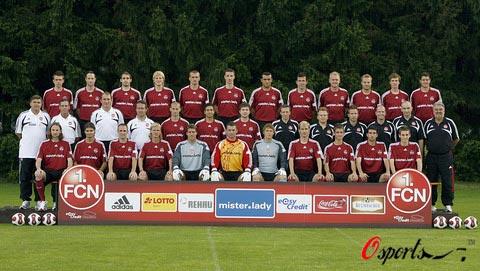图文-德国足球甲级联赛新赛季全家福纽伦堡