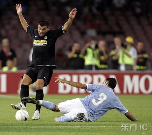 图文-莫雷蒂三角赛尤文1-0那不勒斯别铲!我投降
