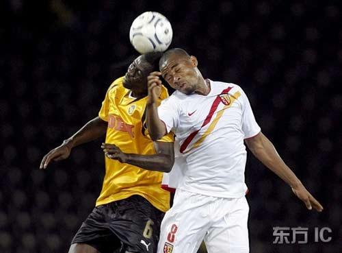 图文-[联盟杯]年轻人1-1朗斯马加尼积极争顶头球