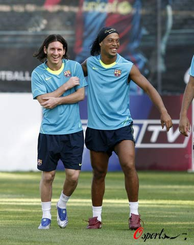 图文-巴萨积极训练备战新赛季看这哥俩如此开心