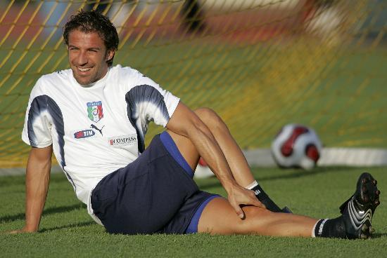 图文-意大利队训练备战友谊赛王子皮耶罗的笑容