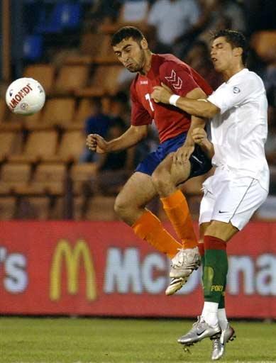 图文-[欧锦赛]亚美尼亚1-1葡萄牙C罗有些疲惫