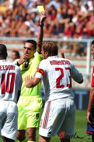 图文-[意甲]热那亚0-3AC米兰今日米兰队长染黄了