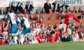 图文-索尔斯克亚的老照片曼联处子球的起脚瞬间