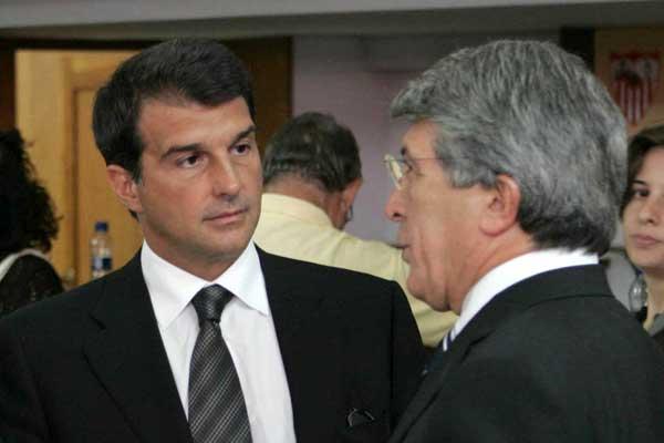 图文-普埃尔塔葬礼在塞维利亚举行巴萨马竞主席到场