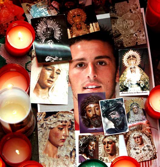 图文-普埃尔塔葬礼在塞维利亚举行永远和你在一起