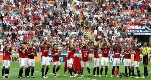 图文-[意甲]AC米兰vs佛罗伦萨红黑将士炫耀超级杯