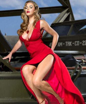 古典红装美女手绘封面图