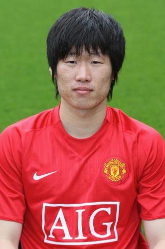 图文-曼联球星新赛季定装照韩国球星朴智星