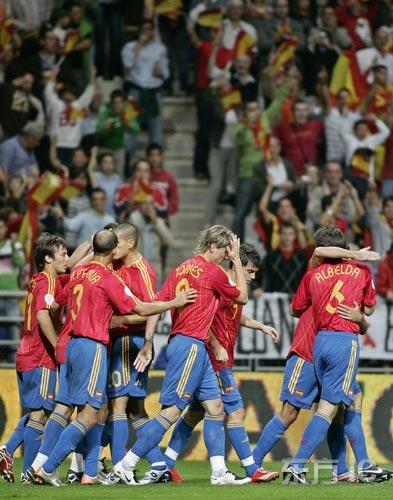图文-[欧预赛]西班牙vs拉脱维亚斗牛士走向胜利