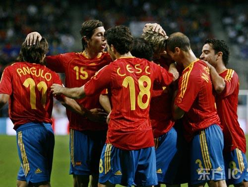 图文-[欧预赛]西班牙2-0拉脱维亚他们围住的是谁?