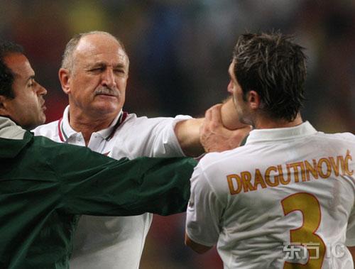 图文-[欧预赛]葡萄牙1-1塞尔维亚斯科拉里向对手挥拳