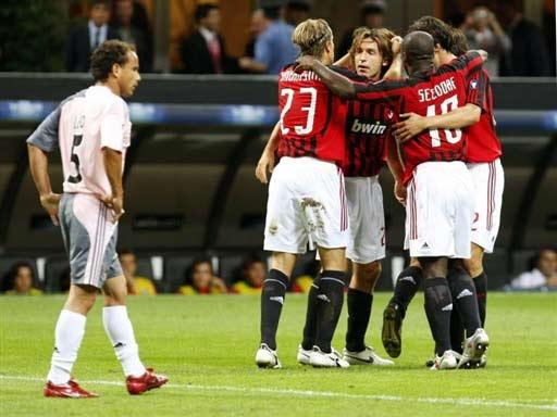 图文-[冠军杯]AC米兰VS本菲卡明显喜与悲的对比