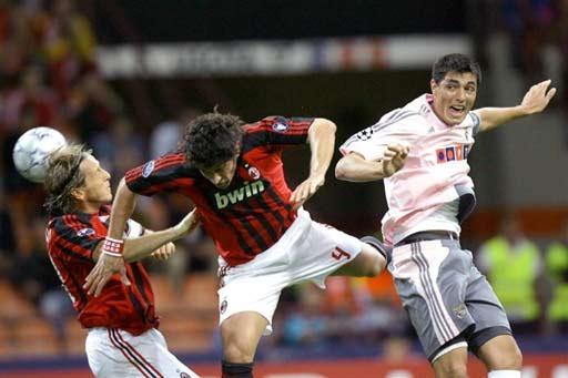 图文-[冠军杯]AC米兰VS本菲卡安布罗西尼有些狼狈