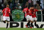 图文-[冠军杯]里斯本竞技0-1曼联布朗与队友庆祝