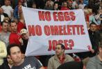 图文-[英超]曼联2-0切尔西曼联球迷也信穆氏名言