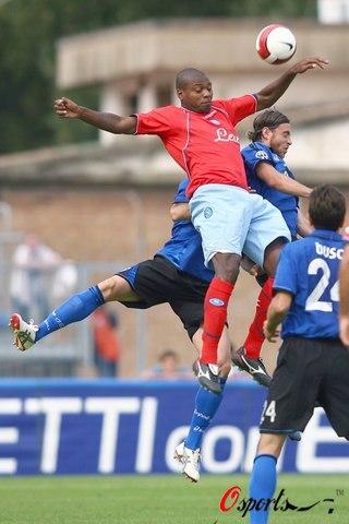 图文-[意甲]恩波利0-0那不勒斯萨拉耶塔差点手球