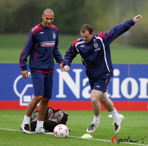 图文-英格兰队备战欧锦赛预选赛鲁尼训练异常活跃