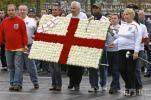 图文-英格兰队积极备战俄罗斯英球迷别出心裁助威