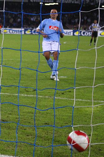 图文-[意甲]那不勒斯3-1尤文多米奇罚入第二个点球