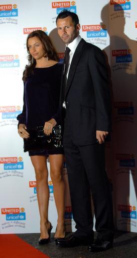 图文-曼联球星出席慈善晚会吉格斯和娇妻亮相