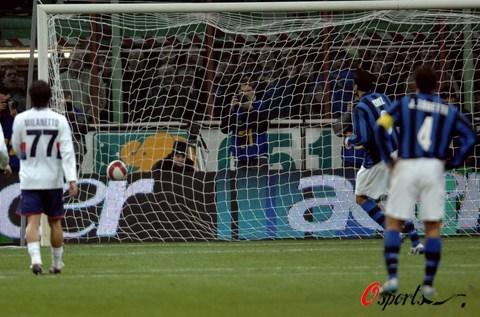图文-[意甲]国际米兰4-1热那亚克鲁兹点球破门瞬间