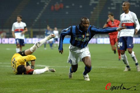 图文-[意甲]国际米兰4-1热那亚苏亚佐进球后狂喜