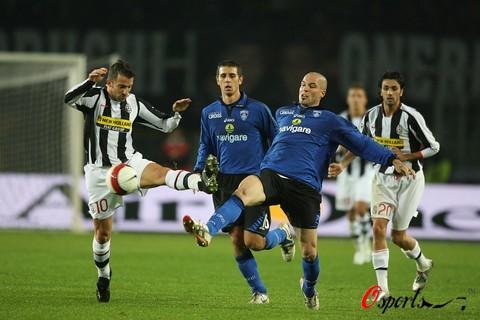 图文-[意甲]尤文图斯3-0恩波利皮耶罗欲下黑脚?