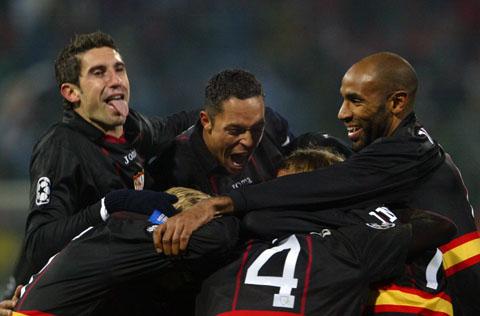 图文-[欧冠]布加勒斯特星0-2赛维利亚众将庆祝进球