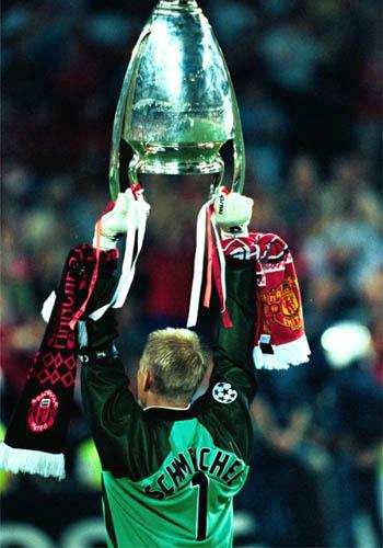图文-弗格森21年几代曼联球星红魔三冠奇迹中的巨人