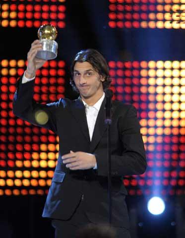 图文-伊布荣获瑞典最佳男足运动员无比幸福的伊布
