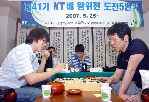 韩国王位战决赛第三局李昌镐再败尹俊相占天王山