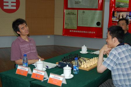 图文-2007国象甲级联赛第五轮赵骏周健超齐欢笑